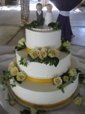 Rancho Bernardo Wedding Cake