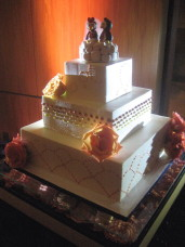 Scripps Forum Wedding Cake Spotlighting